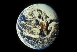 """Alan Robock y el """"invierno nuclear"""": """"La mayor amenaza que gravita hoy sobre la especie humana son las armas nucleares"""" Las ciudades arderían durante semanas e incluso meses extendiendo una vasta nube de cenizas que pintaría el cielo de negro. Los hongos de las explosiones termonucleares elevarían nubes de polvo y humo a altitudes estratosféricas donde permanecerían en suspensión durante años, velando la luz solar."""
