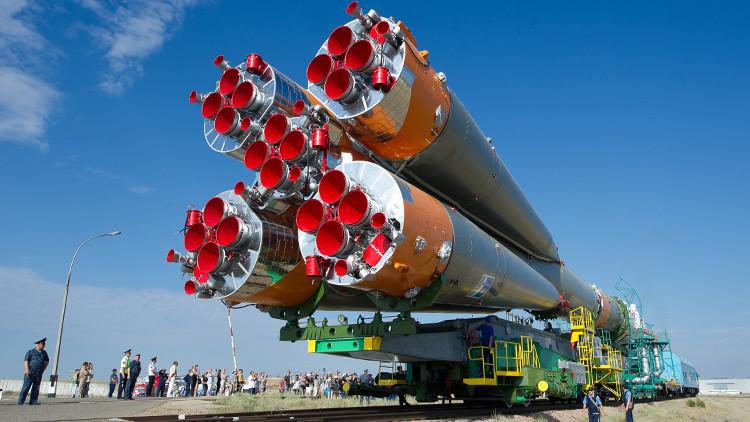 """RUSIA LANZARÁ 640 SATÉLITES PARA 2028, ANUNCIA VLADIMIR PUTIN. Rusia lanzará 640 satélites en el marco de un nuevo programa """"Esfera"""" en los próximos años, anunció hoy el presidente ruso, Vladimir Putin. Los satélites serán lanzados en fases, para el 2022, 2024 y 2028, explicó el presidente en una reunión con la dirigencia de la corporación estatal rusa para actividades espaciales Roscosmos, de acuerdo con una transcripción del Kremlin."""
