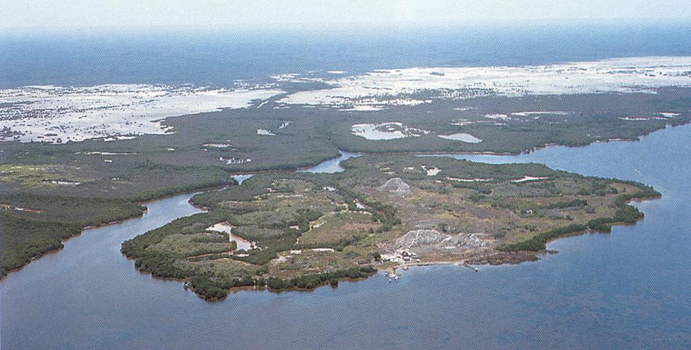 Jaina- La isla artificial de los MAYAS. La isla de Jaina se sitúa frente a las costas del Yucatán, muy cercana al continente americano. Y pertenece a México, concretamente al estado de Campeche. En principio sólo se trata de un islote separado de la costa por un estrecho canal de agua, de unos 60 metros de ancho aproximadamente.