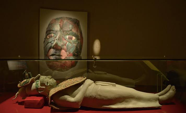 Día de muertos y los ritos funerarios en el  México antiguo.