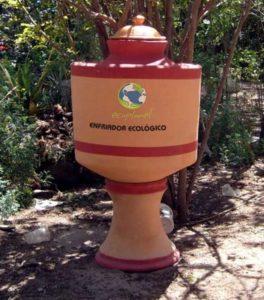 Mexicanos inventan un refrigerador de barro  100% ecológico.