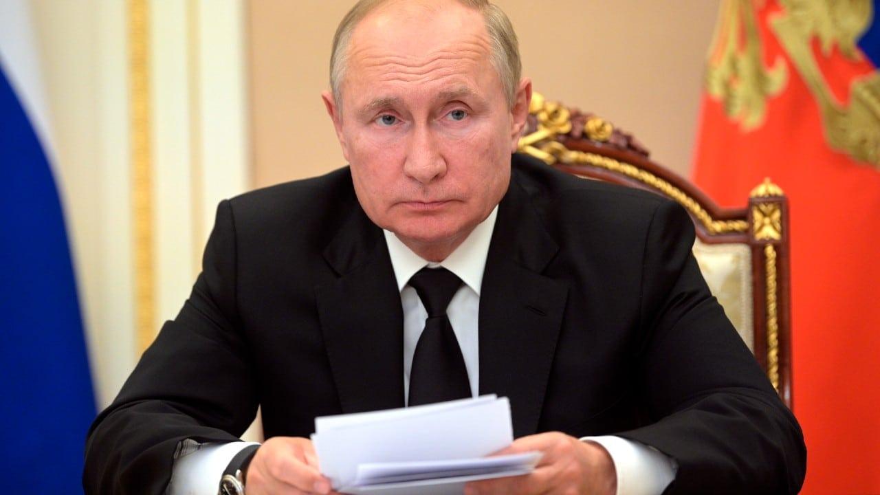 Vladímir Putin anuncia una semana no laboral por el aumento de casos de coronavirus en Rusia.